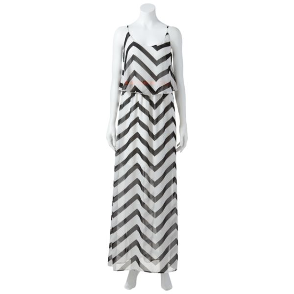 Juniors' City Triangles Chevron Ruffled Maxi