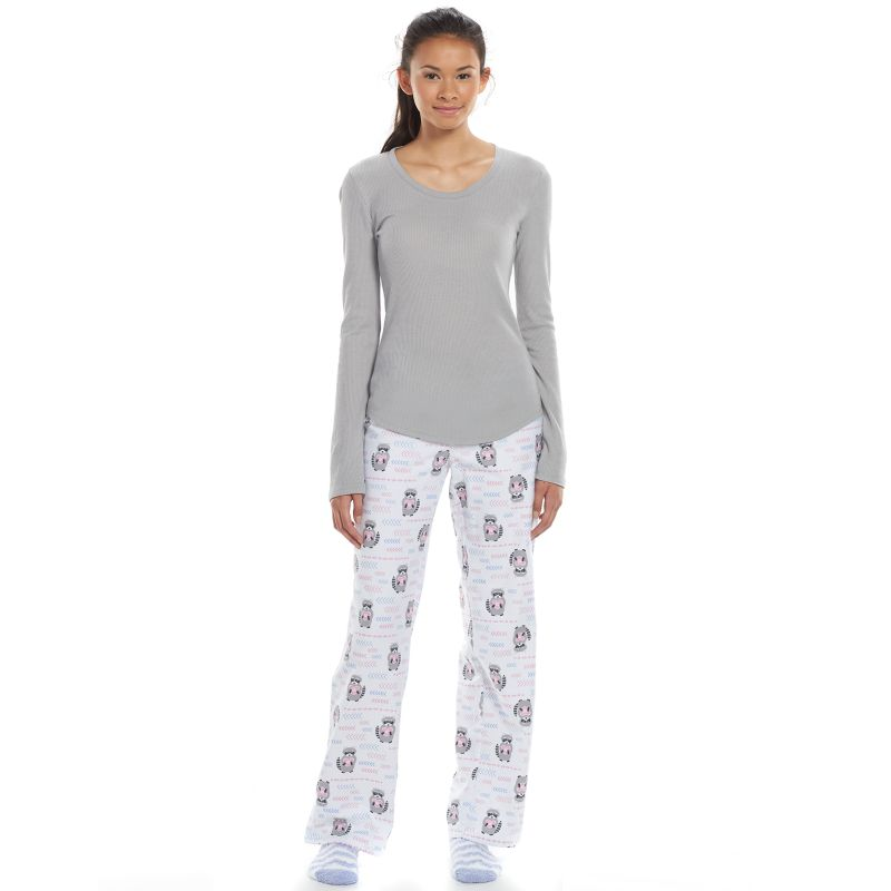 Kick back and relax in comfy juniors' pajamas from Sears. Dress for bed or casual downtime in juniors' pajamas and loungewear. The latest juniors' sleepwear from Sears comes in machine easy-to-care-for, machine-washable materials like microfiber, terry and flannel for year-round comfort.