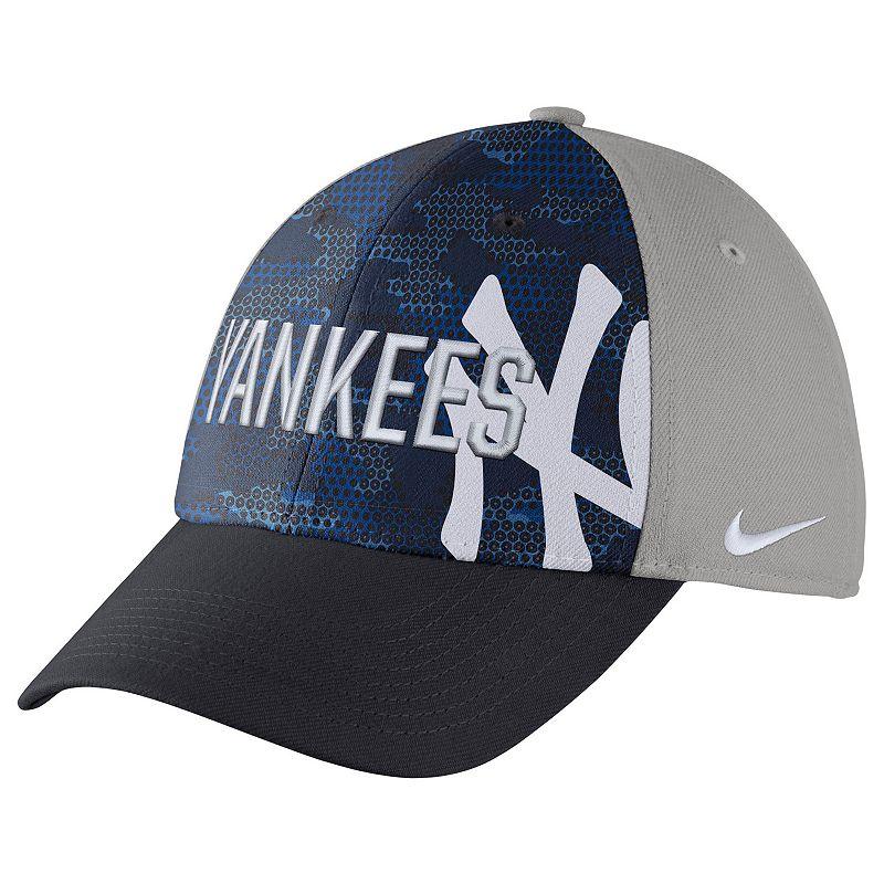 Adult Nike New York Yankees Woodland Camo Classic Flex Cap