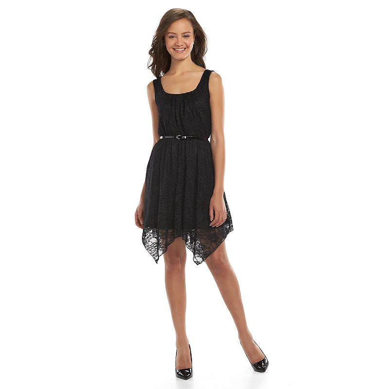 Juniors' Lily Rose Sleeveless Lace Dress