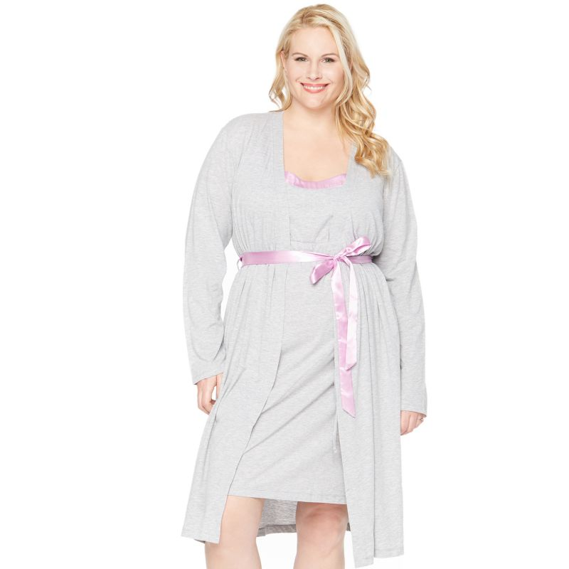 Silvert's sleepwear nightgowns for women are offer in washable quality fabrics. Enjoy a complete range of everything from a regular traditional cotton nightgown for seniors and the elderly, cotton & flannel dignity hospitals gowns to anti strip Alzheimer's pajamas. Long sleeve hospital gowns and 3/4 sleeve hospital gowns in pretty pattern prints and solid colors.