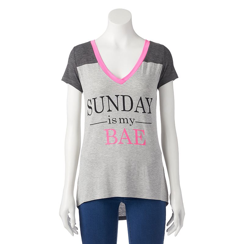 Juniors' Hanging With My Friends ''Sunday Is My Bae'' V-Neck T-Shirt