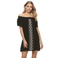 Juniors' Speechless Off The Shoulder Embroidered Shift Dress