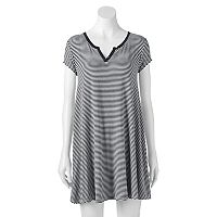 Juniors' SO® Solid Swing Dress