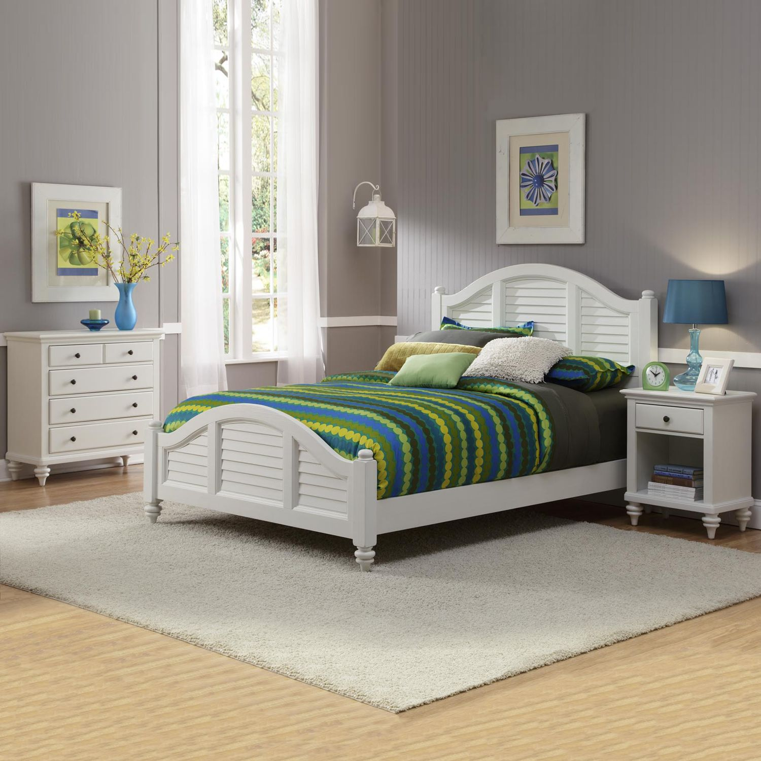 Ideal Home Styles Bermuda White Queen Bed Nightstand and Chest