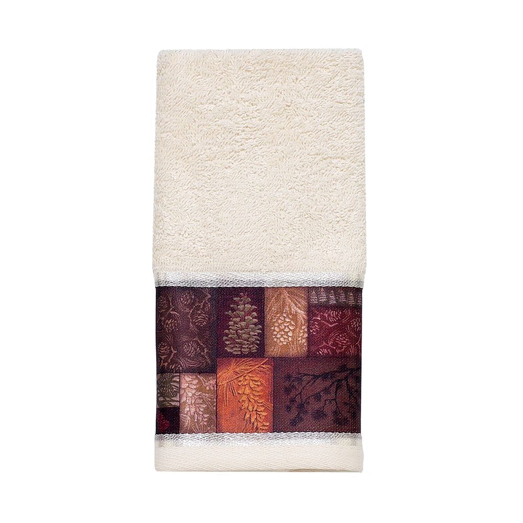 Avanti Christmas Adirondack Pine Fingertip Towel