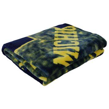 Michigan Wolverines Throw Blanket