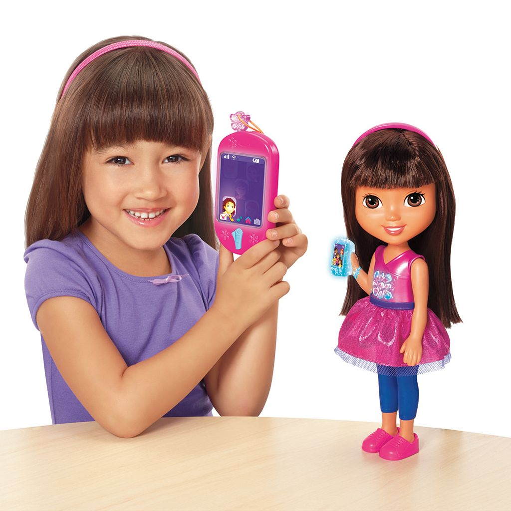 Dora and Friends Talking Dora and Smartphone by Fisher-Price