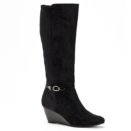 8a9a546ad9b4 A pair of black boots with a stacked heel worn with a dark pair of pants or  a pair of dark tights visually elongates your legs for a more flattering  look.