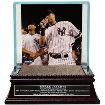 Steiner Sports New York Yankees Derek Jeter Moments Farewell Speech Baseball Case with Authentic Field Dirt
