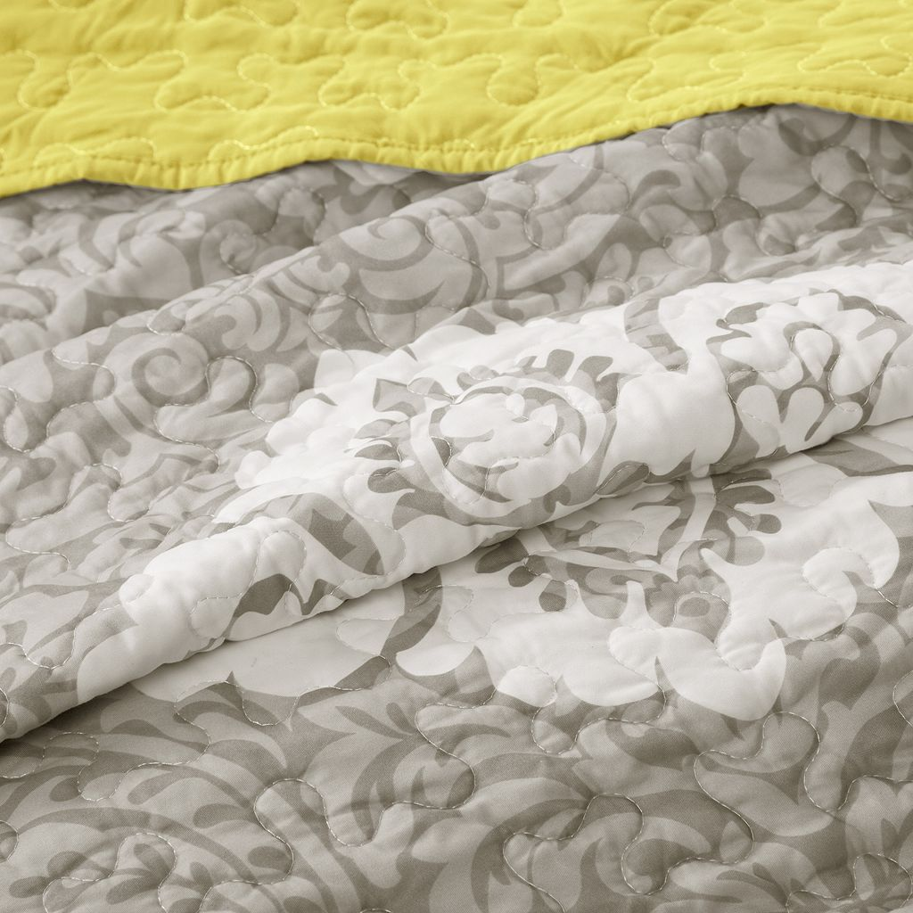 Intelligent Design Ciara Reversible Quilt Set