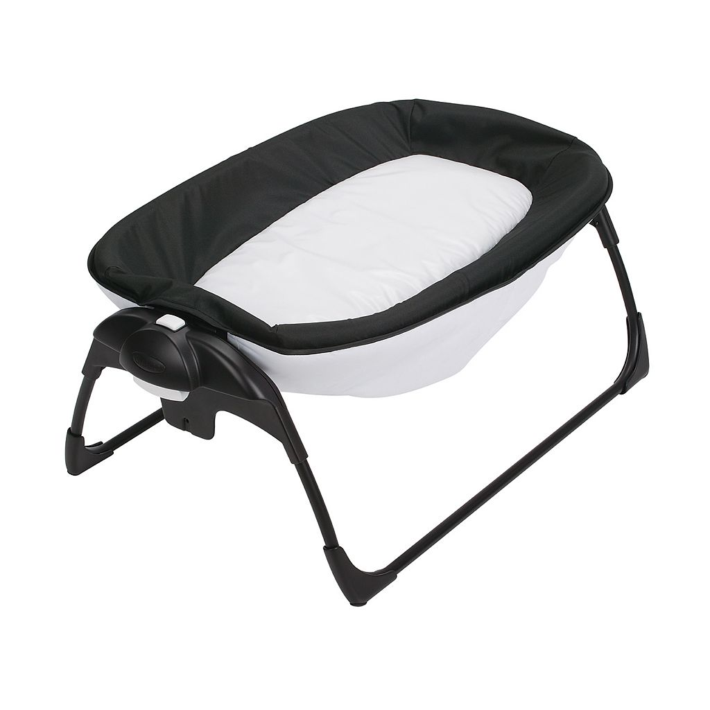 Graco Pack 'N Play Portable Napper & Changer Playard