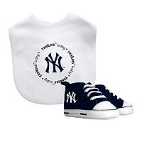 Baby Fanatic New York Yankees Bib and Pre-walker Set