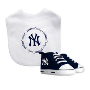 Baby Fanatic New York Yankees Bib and Pre-walker Set