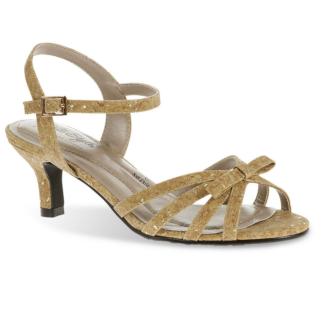 Soft Style by Hush Puppies Mae Women's Extra Wide-Width Strappy Sandals