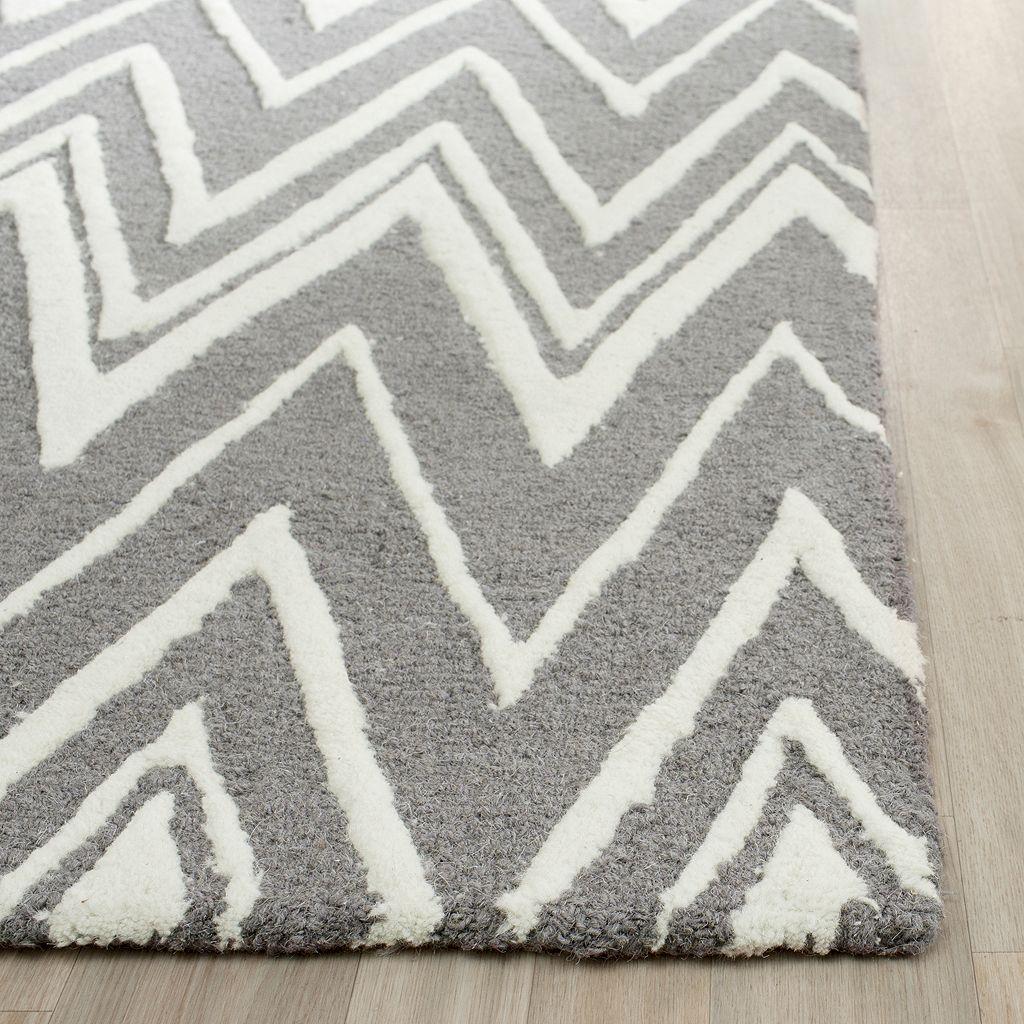 Safavieh Cambridge Uneven Chevron Wool Rug