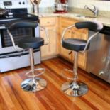 AmeriHome 2-piece Classic Elegant Bar Stool Set