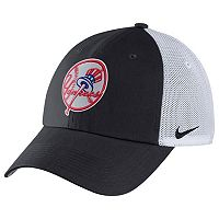 Adult Nike New York Yankees Heritage86 Dri-FIT Adjustable Cap