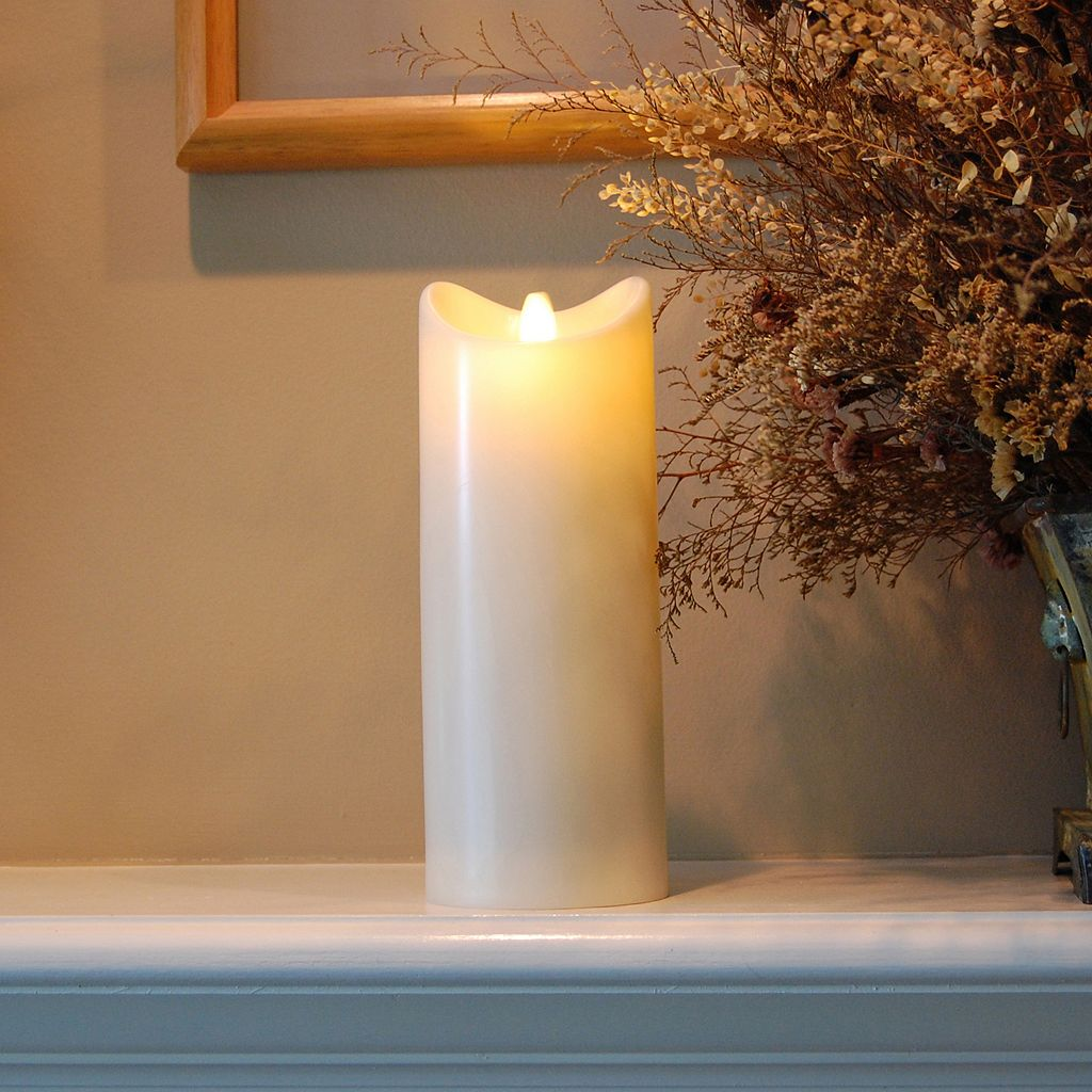 LumaBase Luminarias Action Flame LED Pillar Candle 3.5'' x 9''