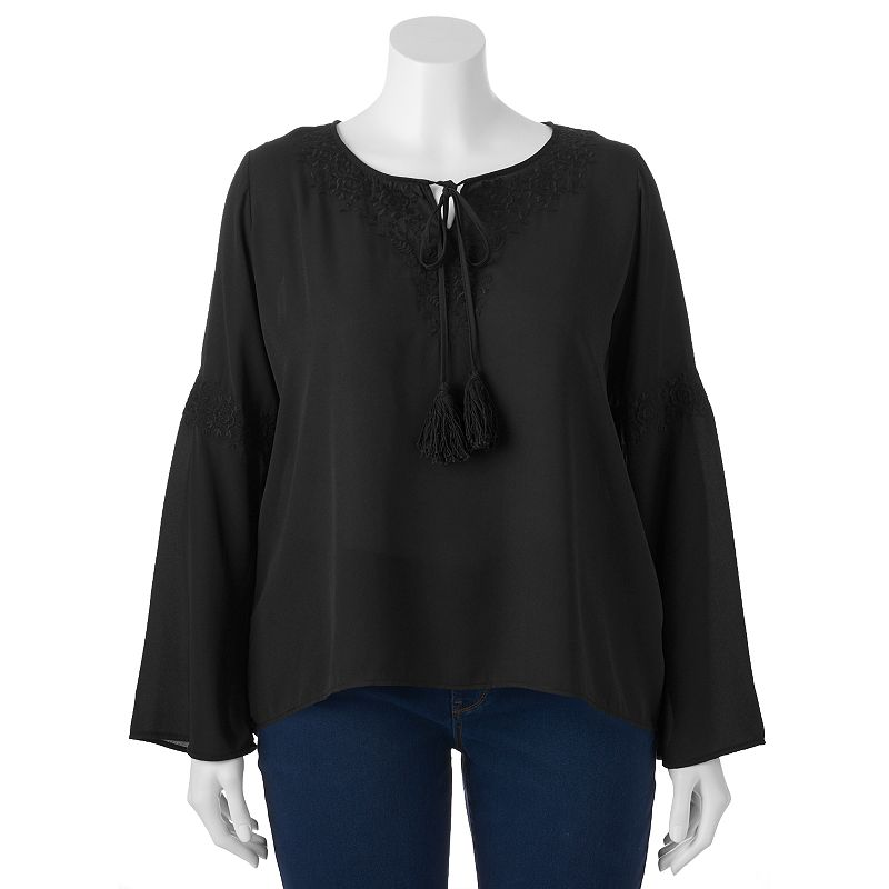 Juniors' Plus Size Eyelash Embroidered Top
