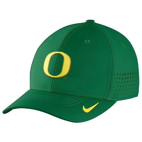 Men's Nike Oregon Ducks Dri-FIT Vapor Sideline Flex-Fit Cap
