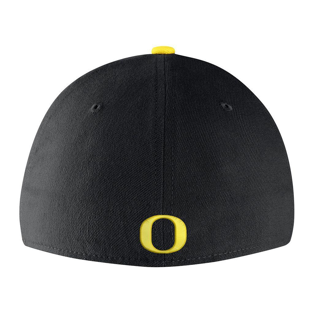 Men's Nike Oregon Ducks Classic Flex-Fit Cap