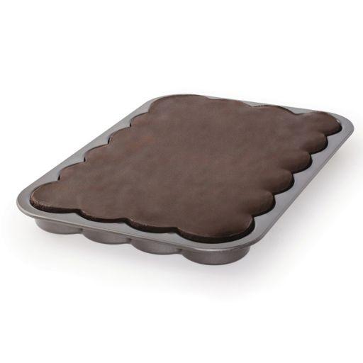 """Baker's Advantage Fillable 9"""" x 13"""" Sheet Cake Pan"""