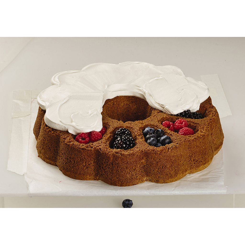 Baker's Advantage Fillable 9-in. Fluted Cake Pan