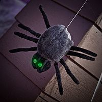 Dropping Down Spider Halloween Décor