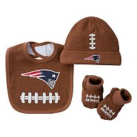 Baby New England Patriots 3 pc Cap, Crib Shoes & Bib Set