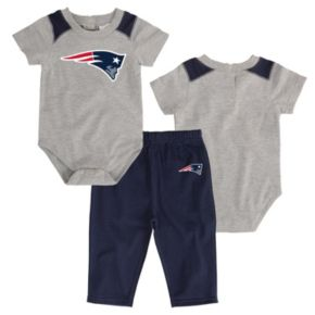 Infant New EnglandPatriots Ellipse Bodysuit & Pants Set