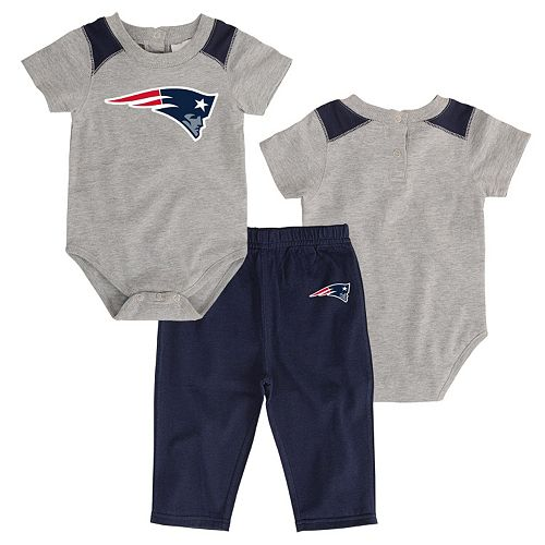 Infant New England Patriots Ellipse Bodysuit & Pants Set