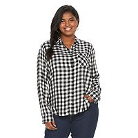 Juniors' Plus Size SO® Button Down Twill Shirt