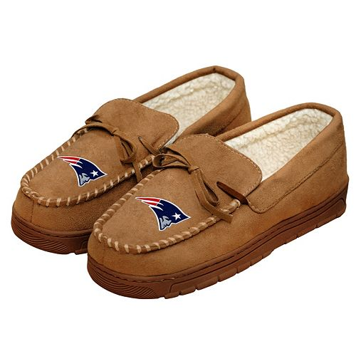 Men's Forever Collectibles New EnglandPatriots Moccasin Slippers