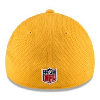 Adult New Era Pittsburgh Steelers 39THIRTY Sideline Tech Fitted Cap