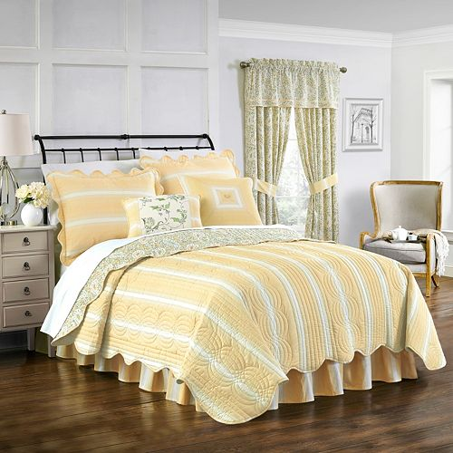 Waverly Paisley Verveine Quilt Set