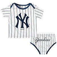 Baby Majestic New York Yankees Uniform Set