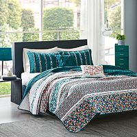 Intelligent Design Amelia Coverlet Set