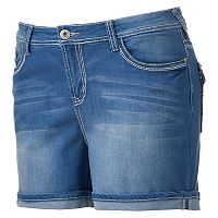 Juniors' Plus Size Wallflower Curvy Chevron Pocket Denim Midi Shorts