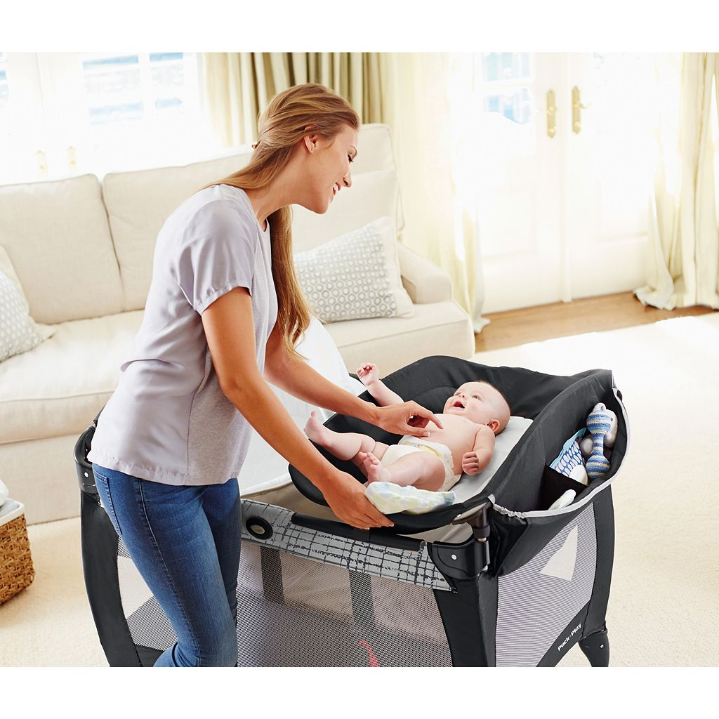Graco Pack 'n Play Newborn Napper with Soothe Surround Technology Bassinet