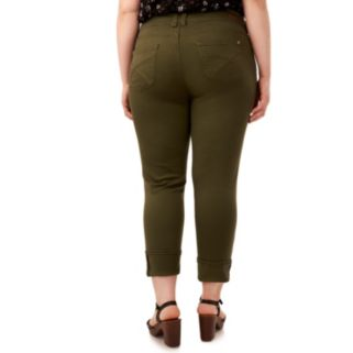 "Juniors' Plus Size Wallflower Curvy Ripped 25"" Crop Pants"
