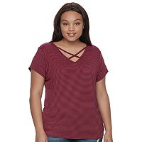 Juniors' Plus Size SO® Crisscross Front Tee
