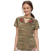 Juniors' Awake Rose Camo Choker Neck Tee