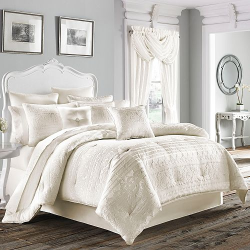 37 West Mackay Comforter Set