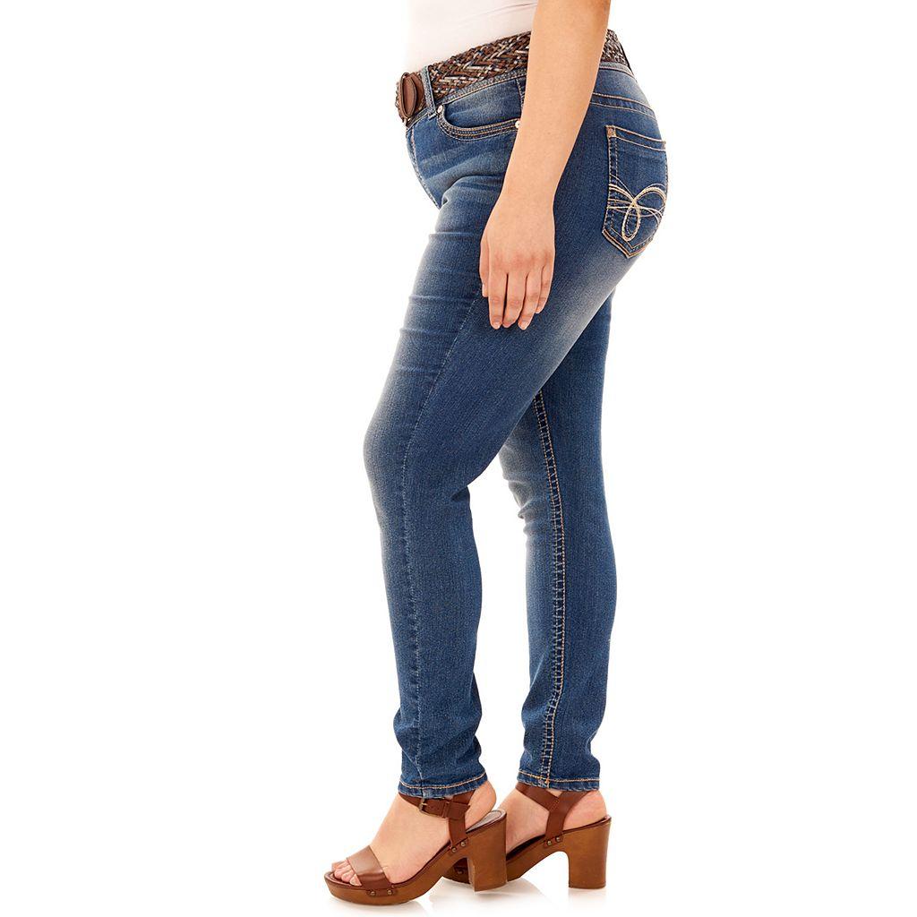 Juniors' Plus Size Wallflower Curvy Faded Skinny Jeans