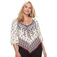 Juniors' Plus Size HeartSoul Print V-Hem Top