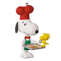 Peanuts Spotlight On Snoopy Baker 2017 Hallmark Keepsake Christmas Ornament