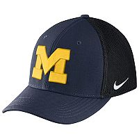 Adult Nike Michigan Wolverines Aero Classic 99 Flex-Fit Cap