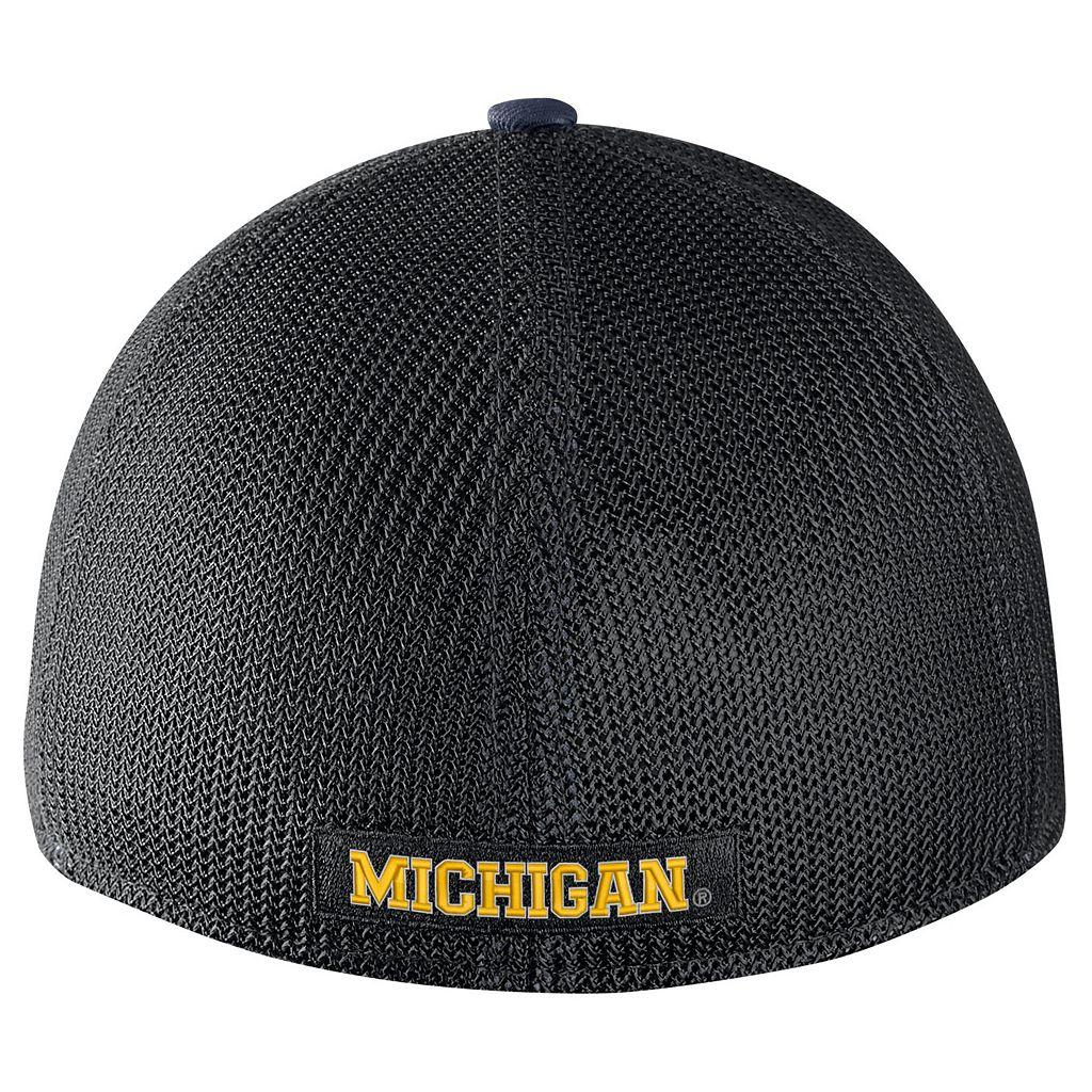 Adult Nike Michigan Wolverines Aero Classic 99 Flex-Fit Cap