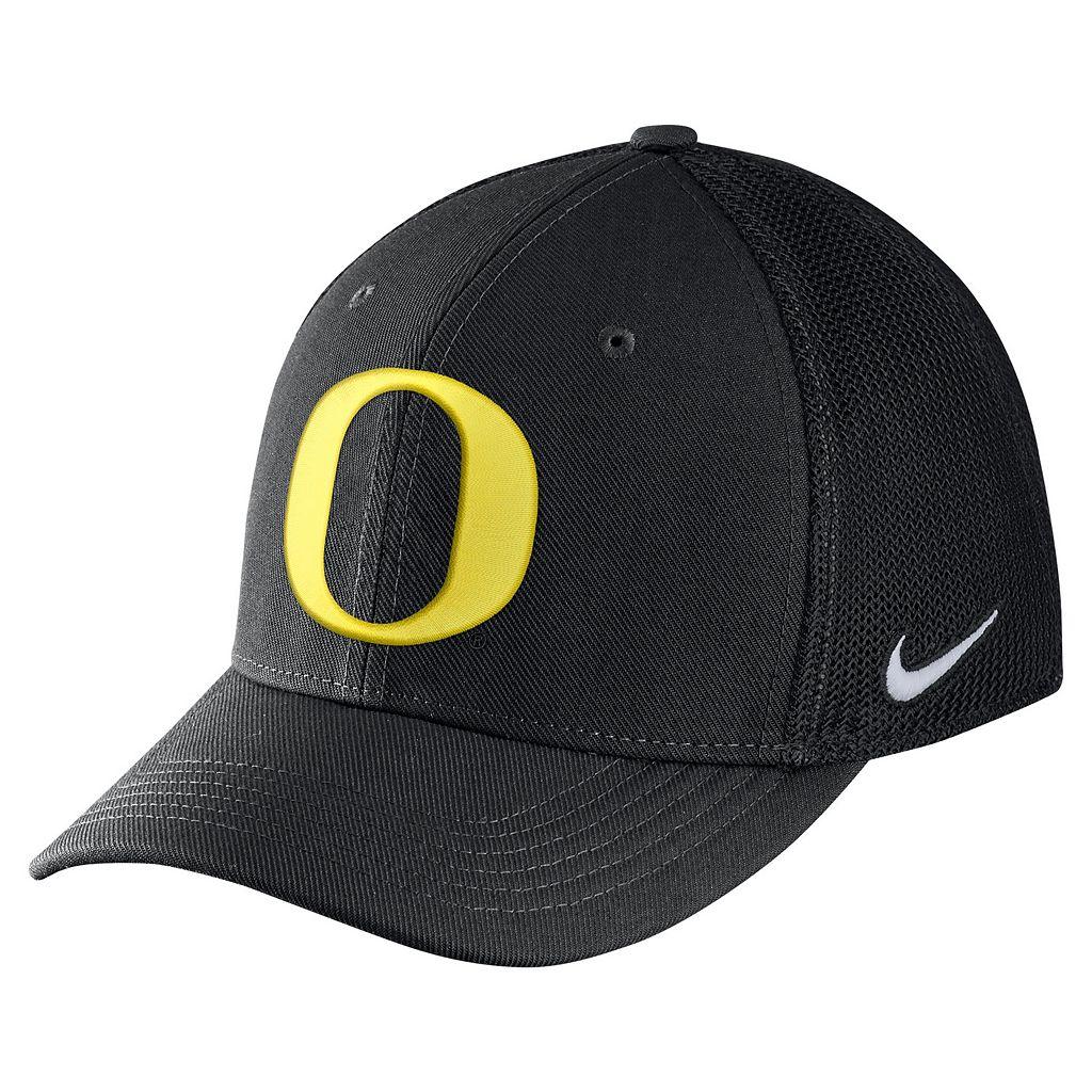 Adult Nike Oregon Ducks Aero Classic 99 Flex-Fit Cap